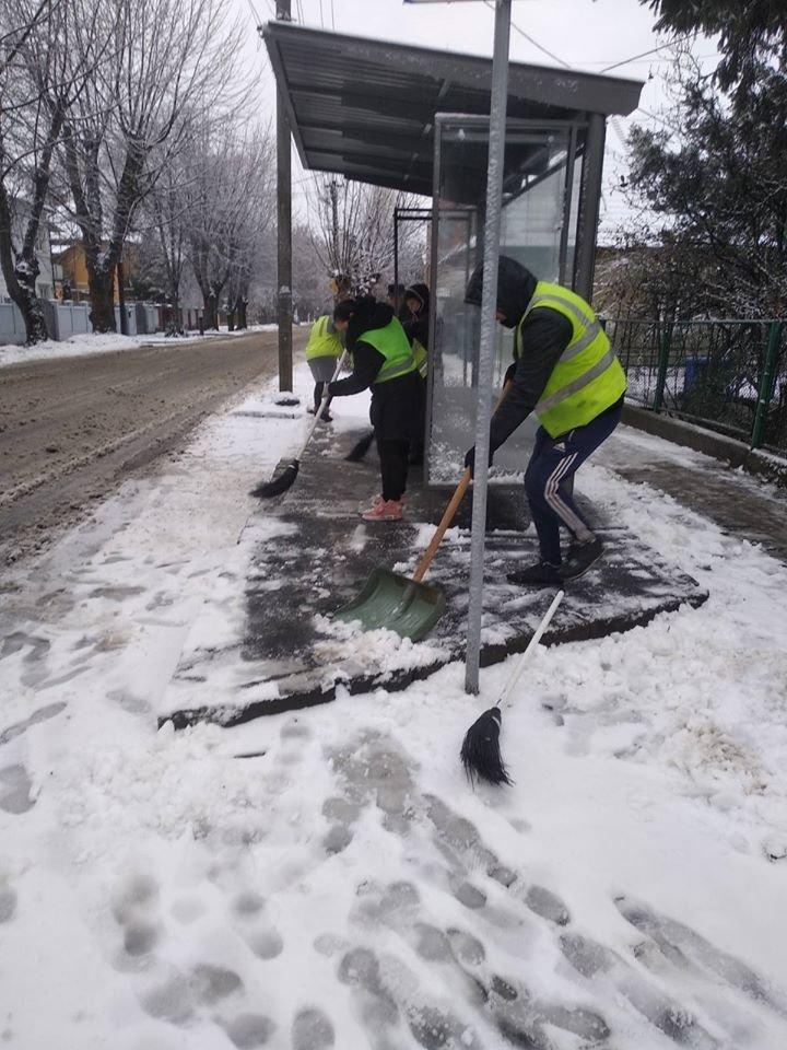 В Ужгороді комунальники приступили до боротьби з наслідками погіршення погодніх умов (ФОТО, ВІДЕО), фото-4
