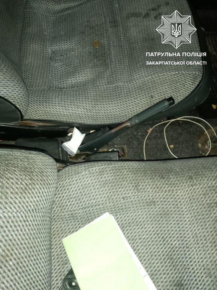 Патрульні виявили у автомобілі закарпатця пакунок з наркотиками (ФОТО), фото-2