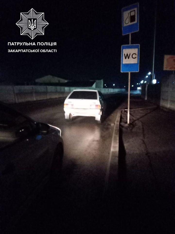 Патрульні виявили у автомобілі закарпатця пакунок з наркотиками (ФОТО), фото-1