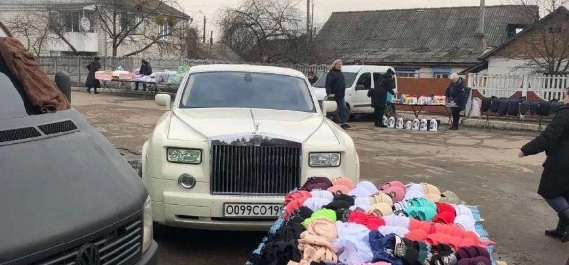Напродавали. Продавці картоплі приїхали на ринок на Rolls-Royce (ФОТО), фото-1