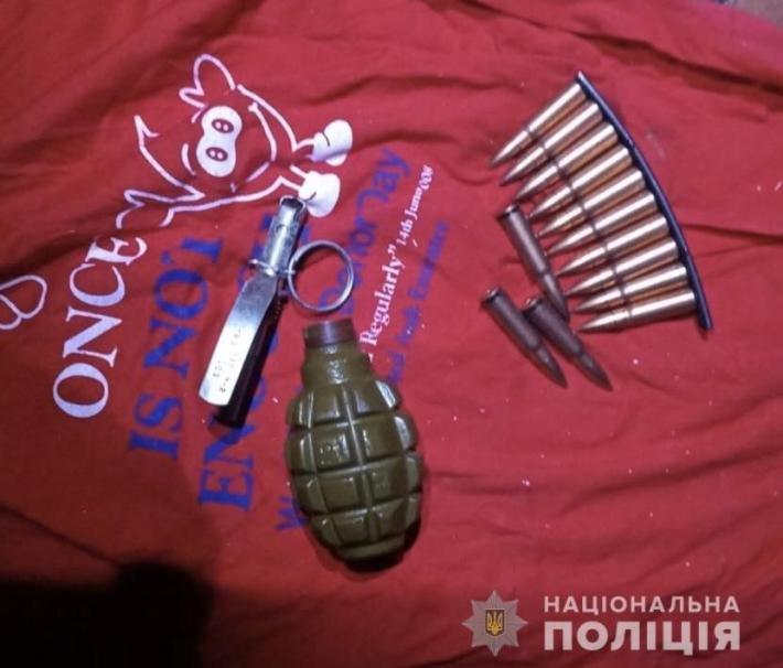 Бойову гранату та набої поліцейські вилучили у закарпатця (ФОТО), фото-1