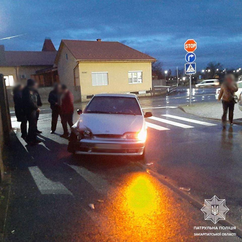 Вдарив три автівки та поїхав далі: патрульні розповіли подробиці ДТП у Мукачеві (ФОТО), фото-1