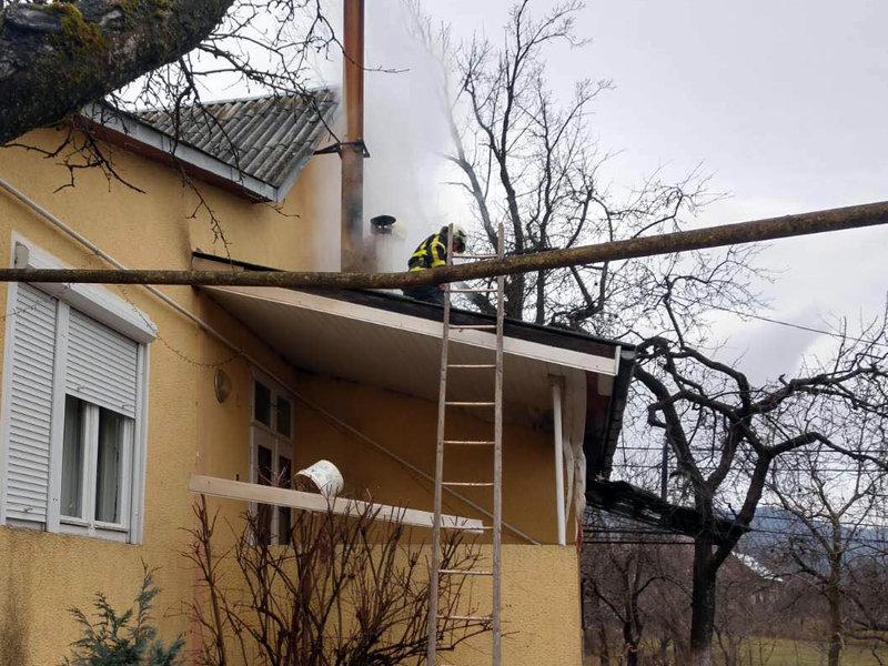 На Закарпатті пожежа в прибудові ледь не знищила будинок (ФОТО), фото-2