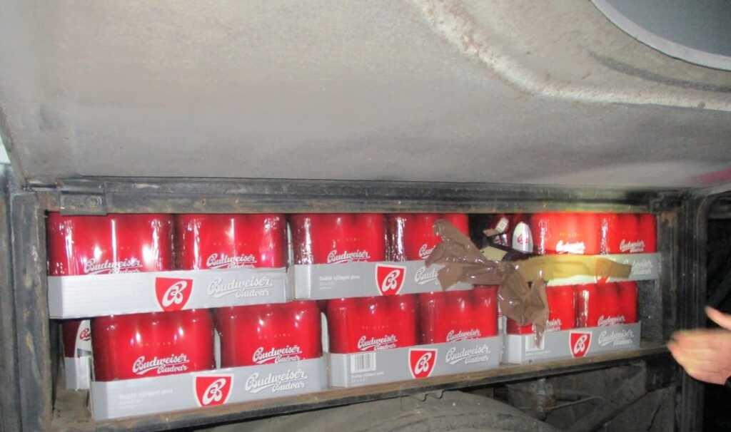 """Через КПП """"Ужгород"""" водій рейсового автобусу намагався перевезти майже 400 л пива (ФОТО), фото-3"""