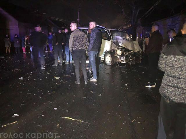 ДТП на Закарпатті: загинув чоловік в авто, яке через зіткнення відкинуло на електроопору (УТОЧНЕНО, ФОТО, ВІДЕО), фото-1