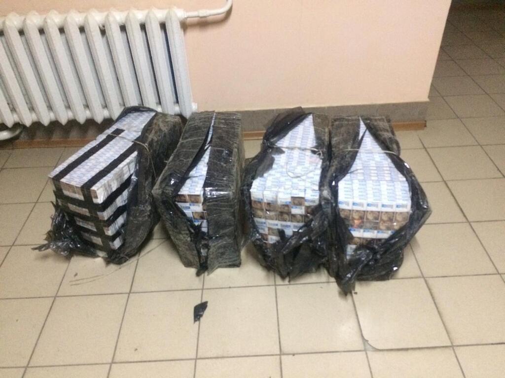 Біля кордону на Закарпатті виявили чоловіка, який планував переправити до Угорщини цигарки (ФОТО), фото-2
