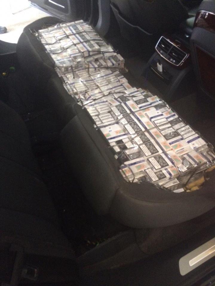 """На КПП """"Тиса"""" прикордонники виявили дипломата з чималою кількістю контрабандних цигарок (ФОТО), фото-1"""