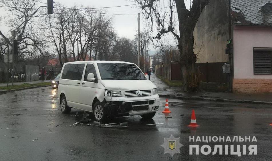 В Ужгороді сталася потрійна ДТП за участі рейсового автобуса, 22-річна жінка травмована (ФОТО), фото-2