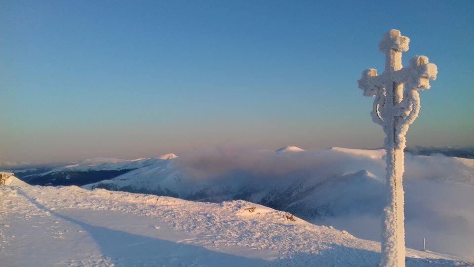 Зима навесні: у горах на Закарпатті сніг та сильний мороз, фото-1