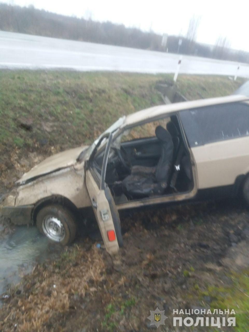 ДТП на Закарпатті: авто вилетіло у канаву, постраждала 17-річна дівчина (ФОТО), фото-1