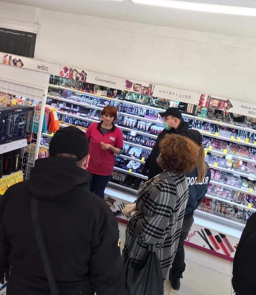 Ужгородські магазини перевірили на дотримання умов та правил карантину (ФОТО), фото-1