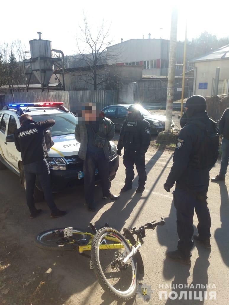 Поліцейські Закарпаття затримали чоловіків з наркотиками у двох містах області , фото-1