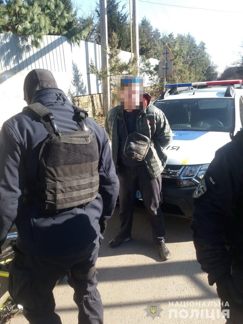 Поліцейські Закарпаття затримали чоловіків з наркотиками у двох містах області , фото-2