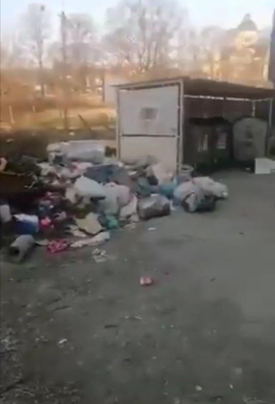 Гори непотребу: у спальному районі Ужгорода утворилося стихійне сміттєзвалище (ФОТО, ВІДЕО), фото-2