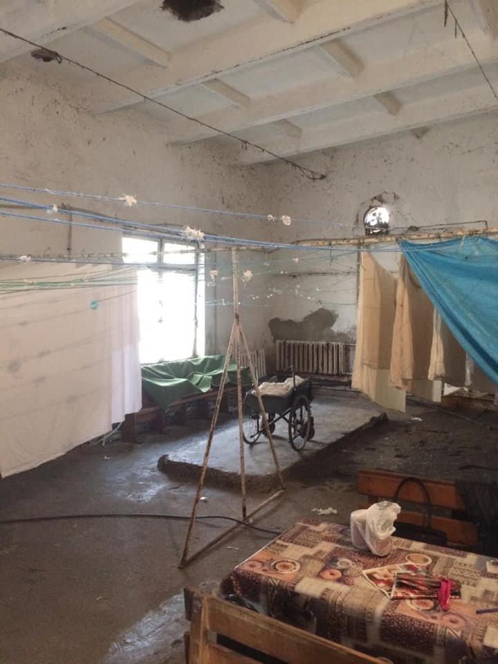 Іржа, пліснява та гнилі труби: стан пральні Хустської лікарні приголомшує (ФОТО), фото-7