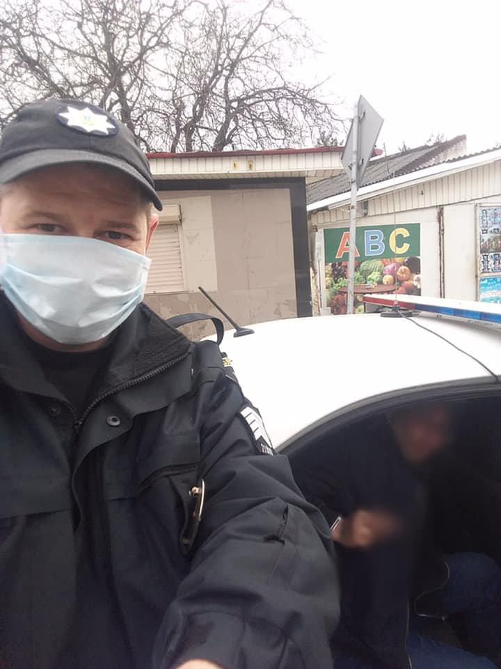 Троє відволікало - один грабував: в Ужгороді невідомі напали на жінку (ФОТО), фото-2