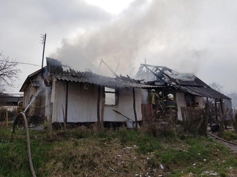 Розтопила піч - залишилася без оселі: вогонь знищив будинок закарпатки  (ФОТО), фото-1