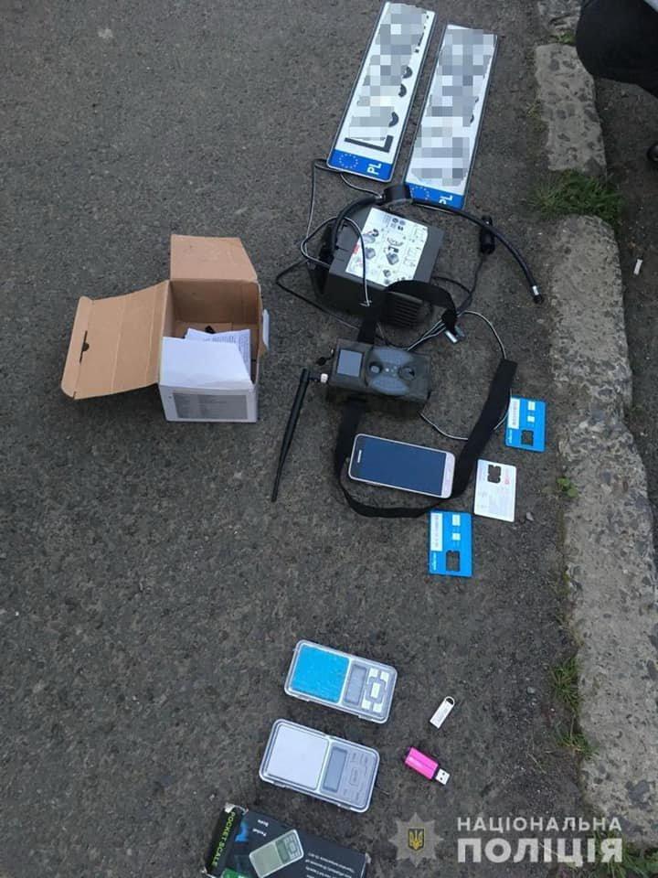 Проникли до будинку, вкрали готівку та елітний Mercedes GLS: на Закарпатті сталося гучне пограбування (ФОТО), фото-4