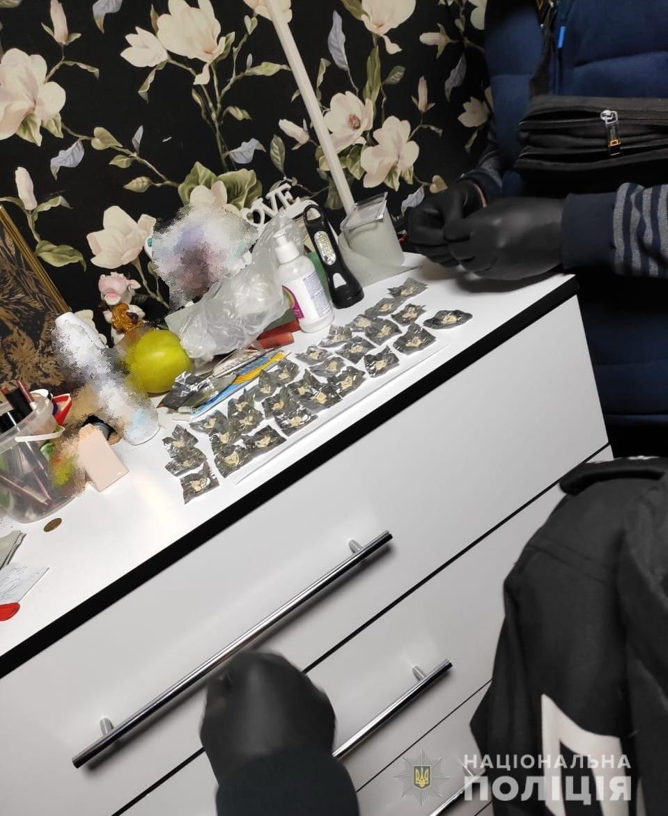 Збувала наркотики та психотропи: на Закарпатті затримано 57-річну наркодилерку (ФОТО), фото-3