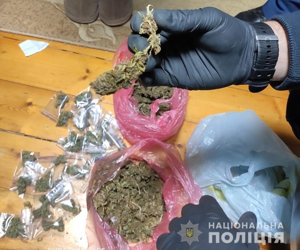 Збувала наркотики та психотропи: на Закарпатті затримано 57-річну наркодилерку (ФОТО), фото-2