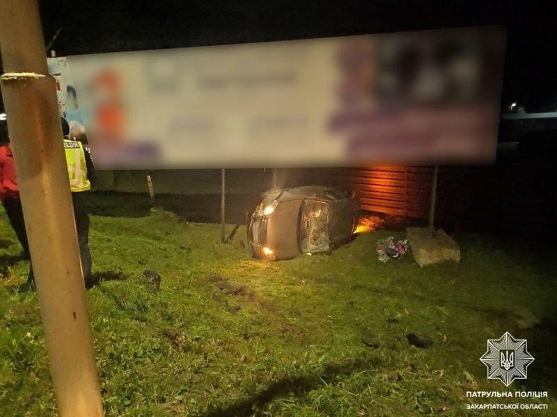 ДТП в Ужгороді: на вулиці Собранецькій Volkswagen опинився у кюветі (ФОТО), фото-1