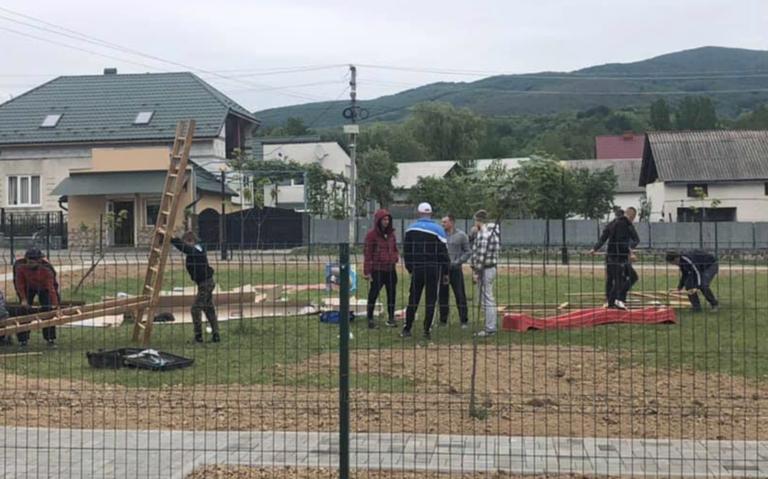 У селі Хижа Виноградівського району облаштували дитячий майданчик, фото-1