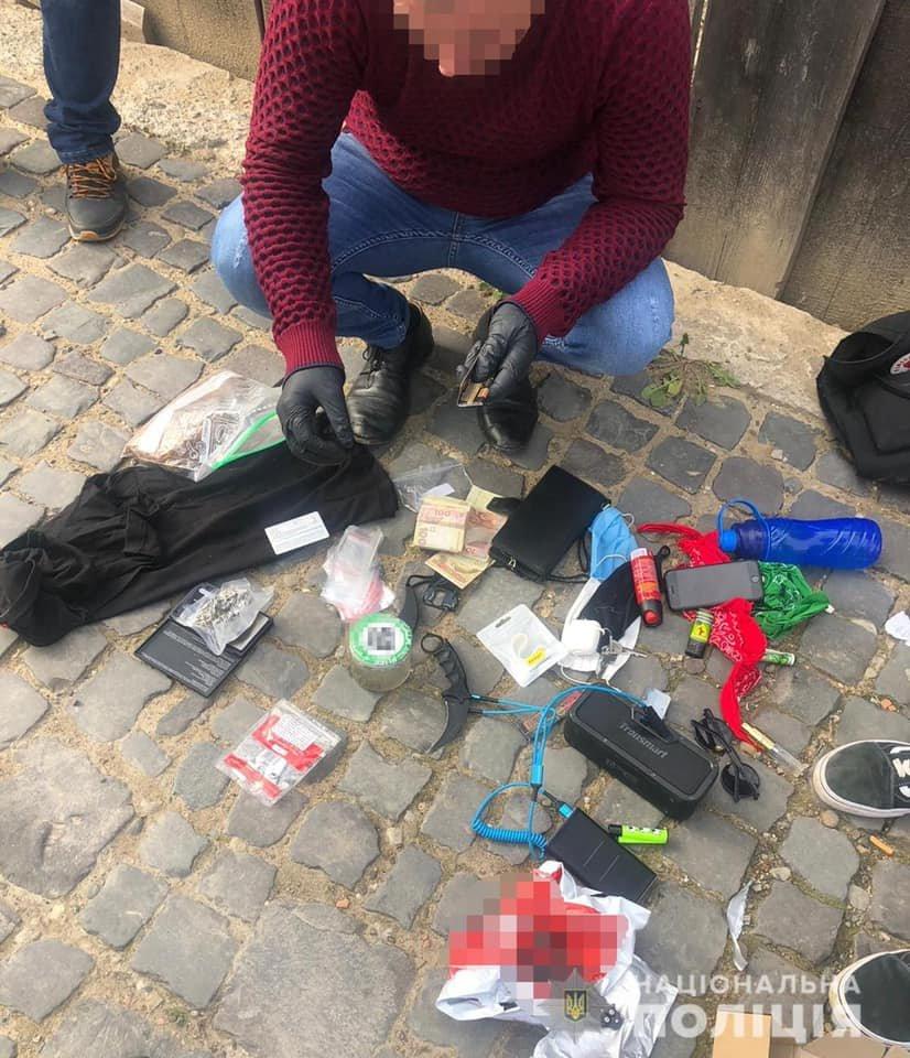 """На Закарпатті затримали наркоторговців: з """"товаром"""" та матеріалами для продажу на руках (ФОТО), фото-1"""
