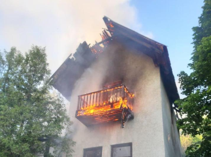 На Закарпатті палав дачний будинок: рятувальникам вдалось ліквідувати пожежу (ФОТО), фото-1