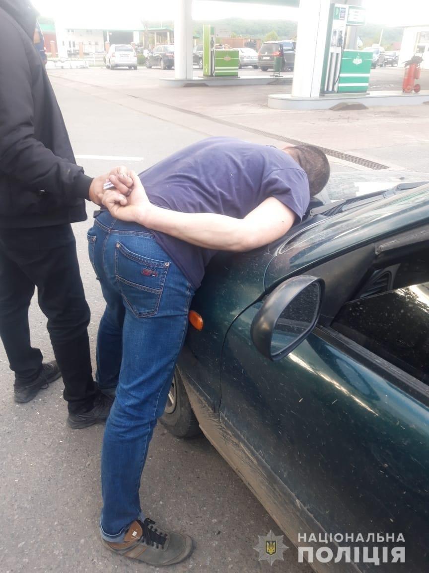 На Рахівщині затримали продавця амфетаміну - намагався продати наркотики на АЗС (ФОТО), фото-1
