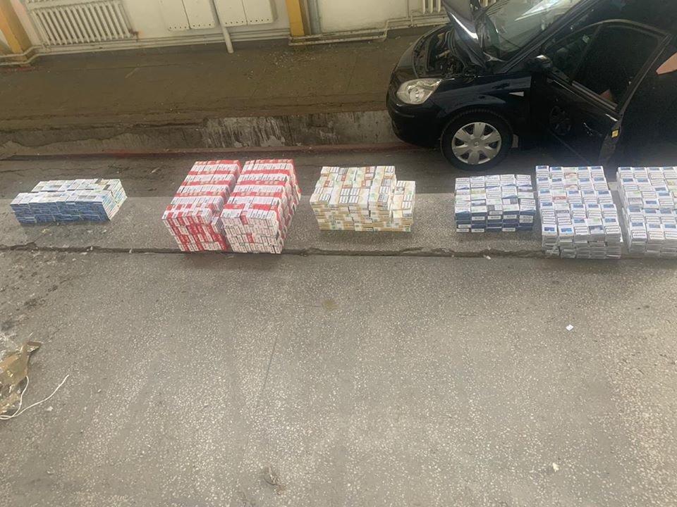 """У пункті пропуску «Тиса» затримали чоловіка з """"нелегальними"""" цигарками (ФОТО), фото-2"""