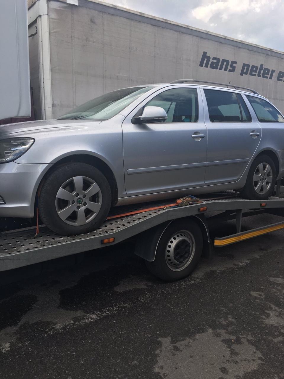 Закарпатські митники вилучили дві автівки через неправдиву ціну у документах (ФОТО), фото-3