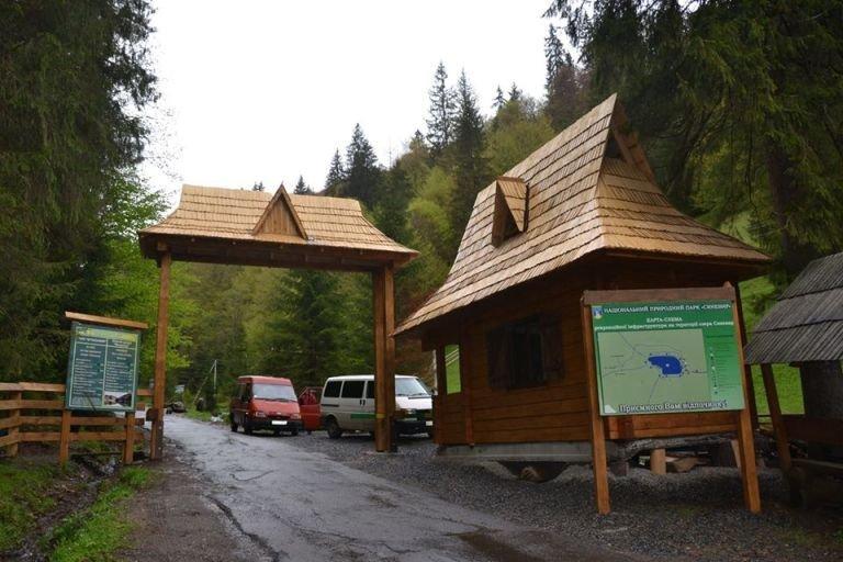 Проїзд забронено: у вихідні дні дістатися до озера Синевир можна лише пішки (ФОТО), фото-1