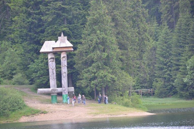 Проїзд забронено: у вихідні дні дістатися до озера Синевир можна лише пішки (ФОТО), фото-2