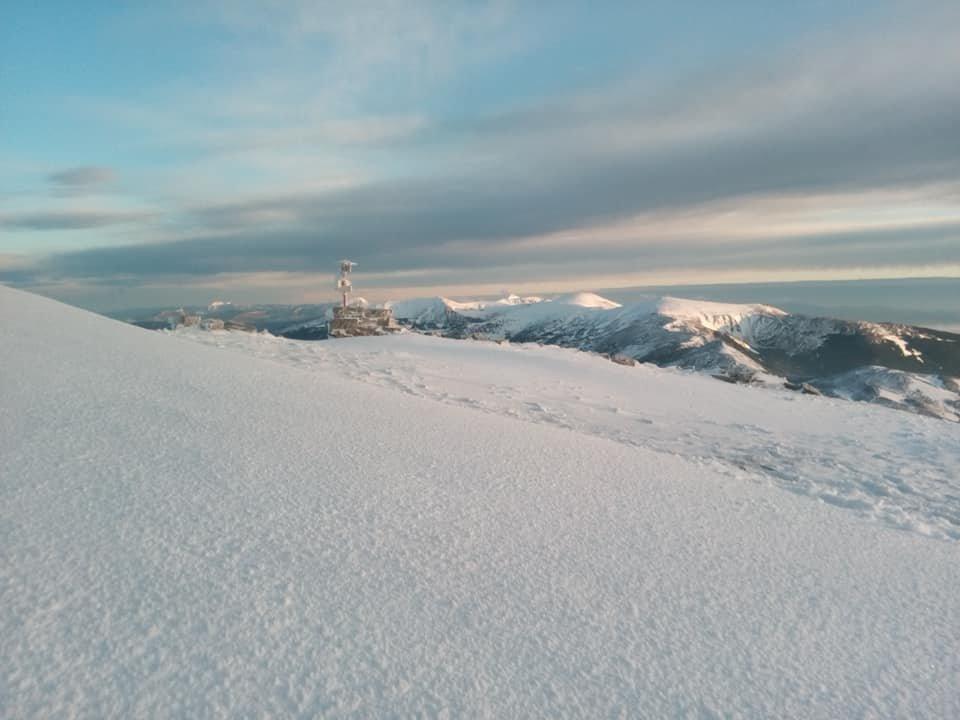 Другий день літа: у Карпатах лежить сніг, температура повітря -4 градуси (ФОТО), фото-3