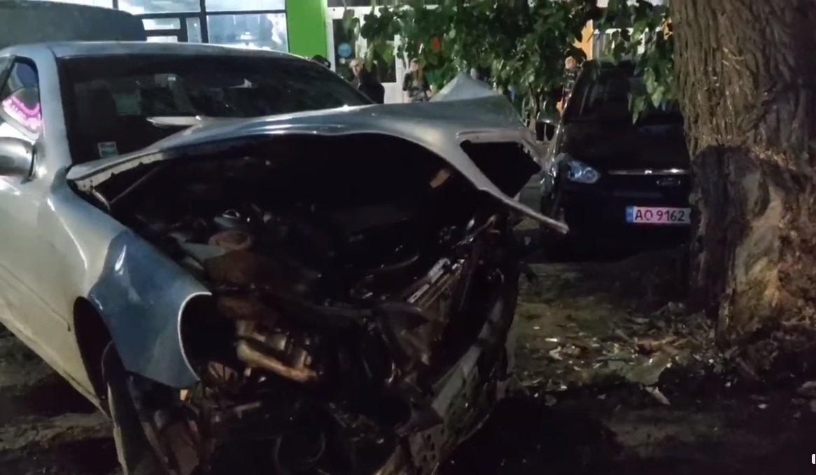 Не поділили дорогу: в Ужгороді трапилась ДТП за участі двох Mercedes (ВІДЕО), фото-1