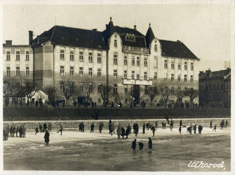 Чорно-біле минуле ужгородських вулиць: у мережі з'явилися старі фотографії міста (ФОТО), фото-3