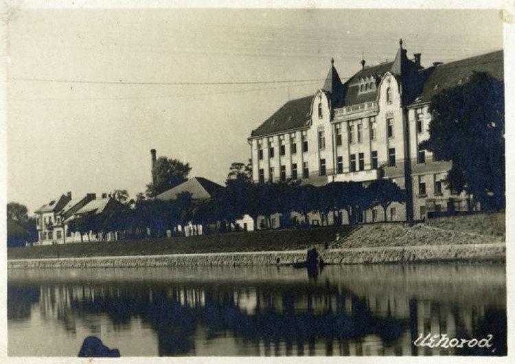 Чорно-біле минуле ужгородських вулиць: у мережі з'явилися старі фотографії міста (ФОТО), фото-4
