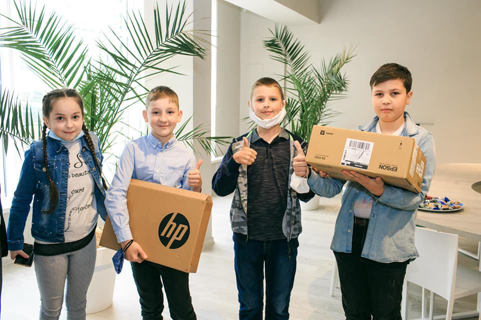 Дві ужгородські школи отримають комплекти мультимедійного обладнання, фото-3