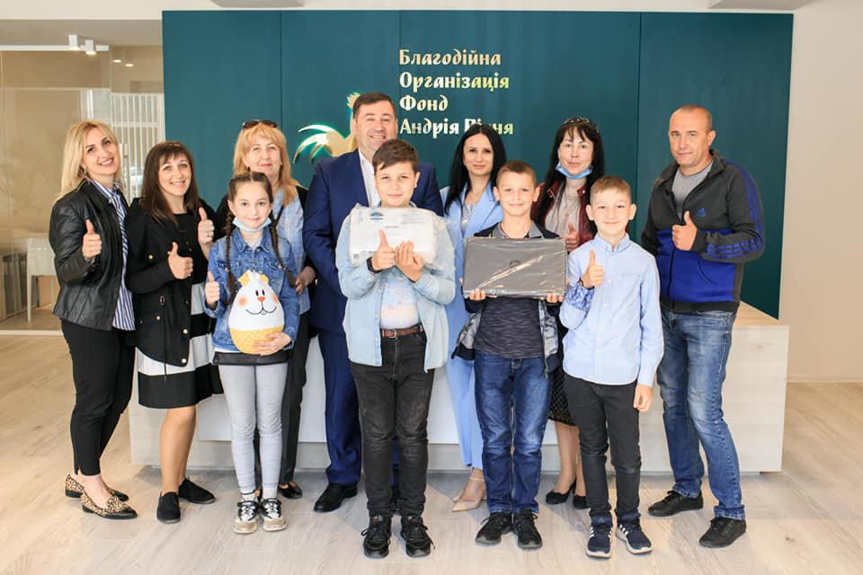 Дві ужгородські школи отримають комплекти мультимедійного обладнання, фото-1