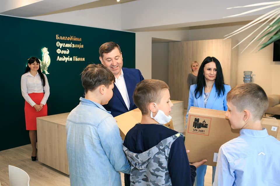 Дві ужгородські школи отримають комплекти мультимедійного обладнання, фото-2