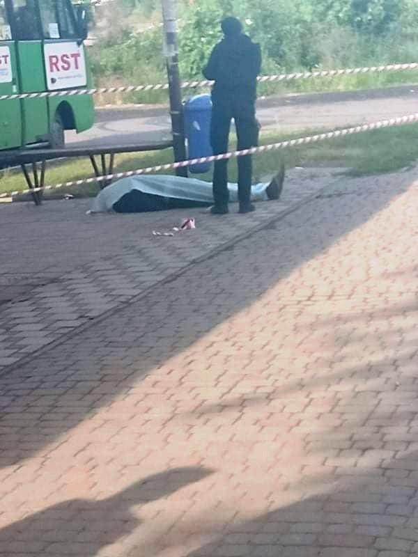 В Ужгороді на автобусній зупинці знайшли тіло мертвого чоловіка (ФОТО), фото-1