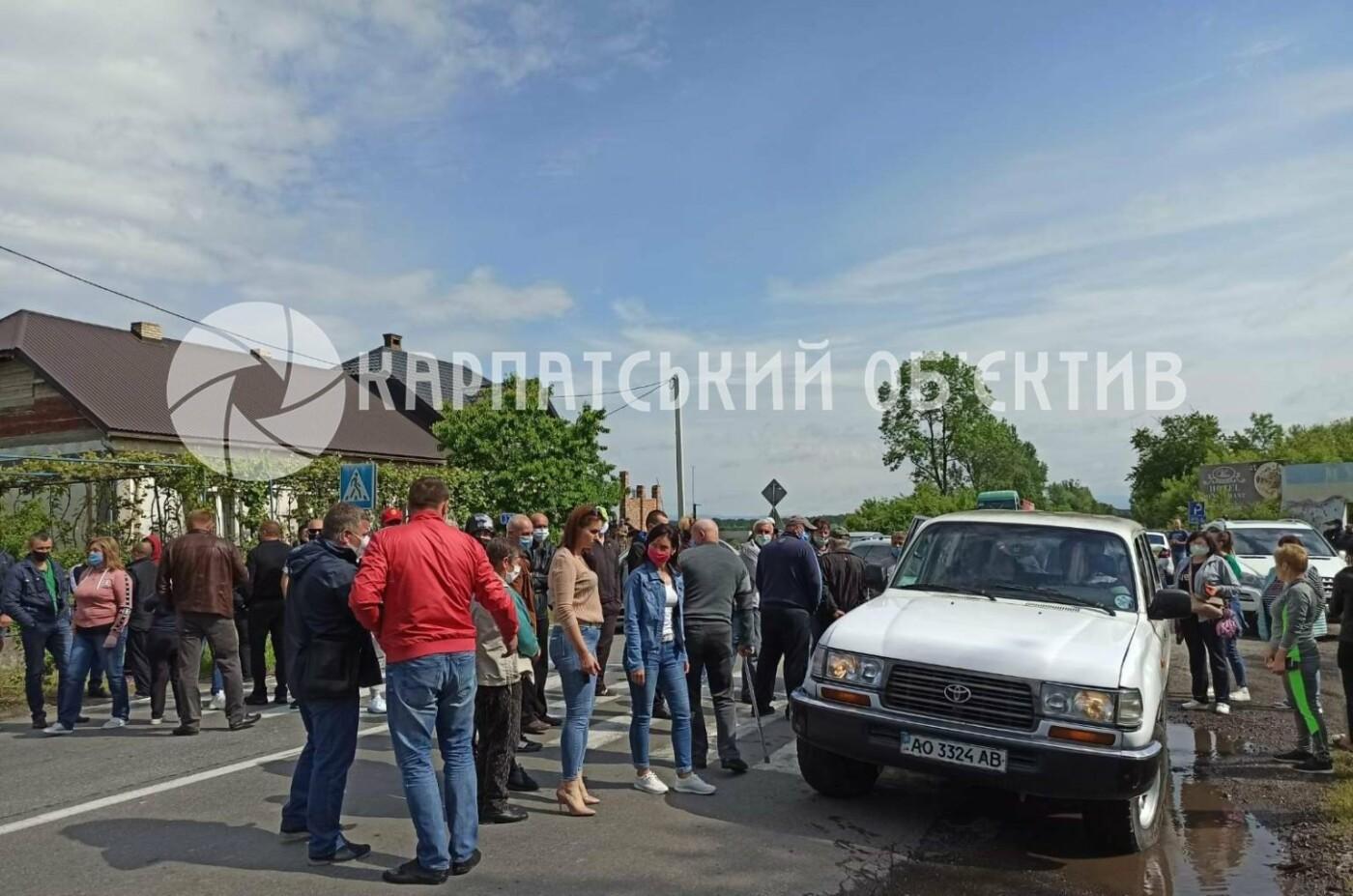 Закарпатці заблокували трасу державного значення Мукачево-Рогатин через об'єднання громади (ФОТО), фото-3
