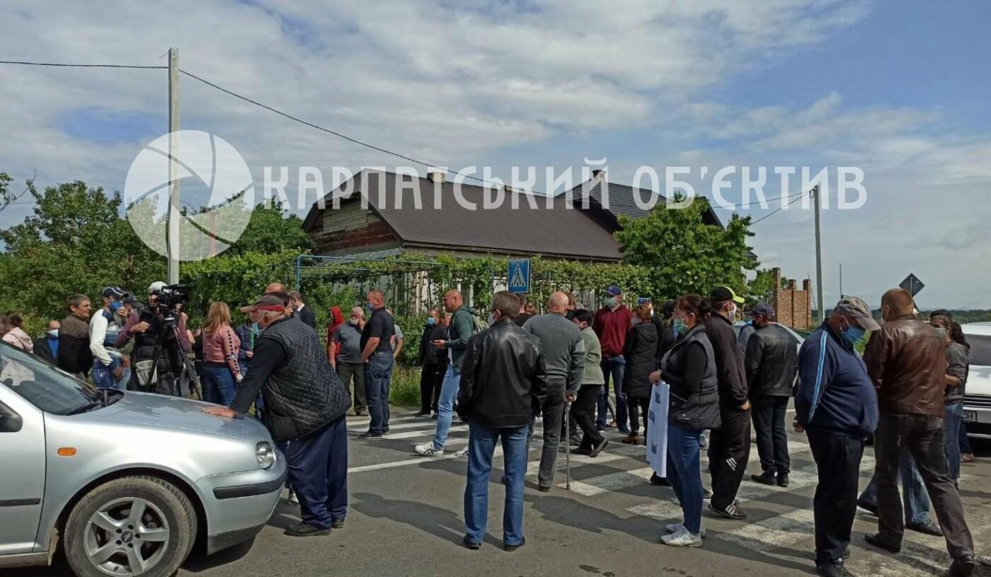 Закарпатці заблокували трасу державного значення Мукачево-Рогатин через об'єднання громади (ФОТО), фото-2