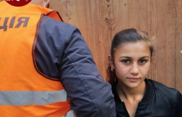 Своїх жертв беруть у коло: у Києві закарпатські ромки масово грабують перехожих (ФОТО), фото-1