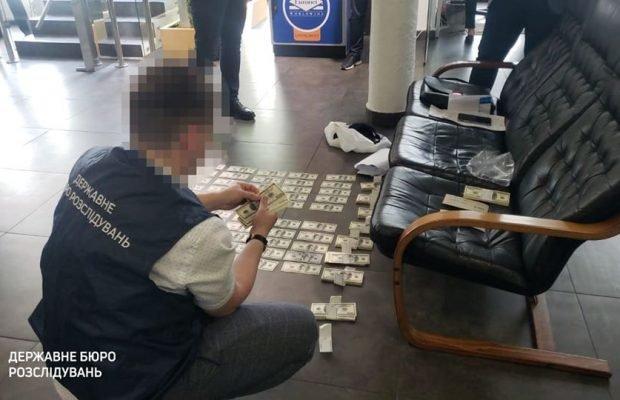 ДБР затримало на хабарі у 100 тисяч доларів прокурора (ФОТО), фото-1
