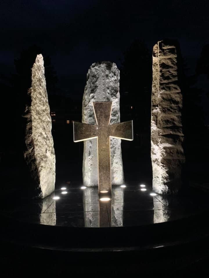 Три гранітні стели з хрестом: на Закарпатті з'явився монумент воїнам-захисникам (ФОТО), фото-2