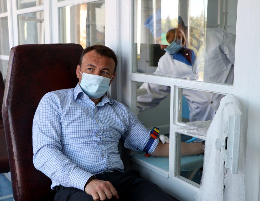 Тижневика здачі крові: голова Закарпатської ОДА став донором крові (ФОТО), фото-1