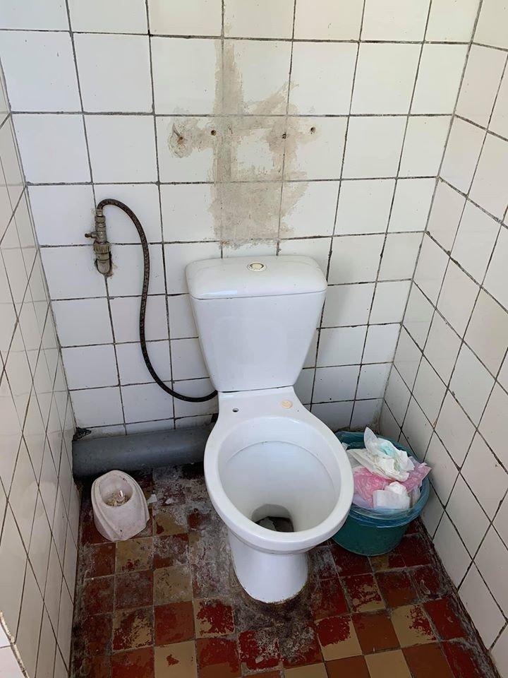 Грибок і розруха: мережу шокували світлини пологового відділення у Мукачеві (ФОТО), фото-4