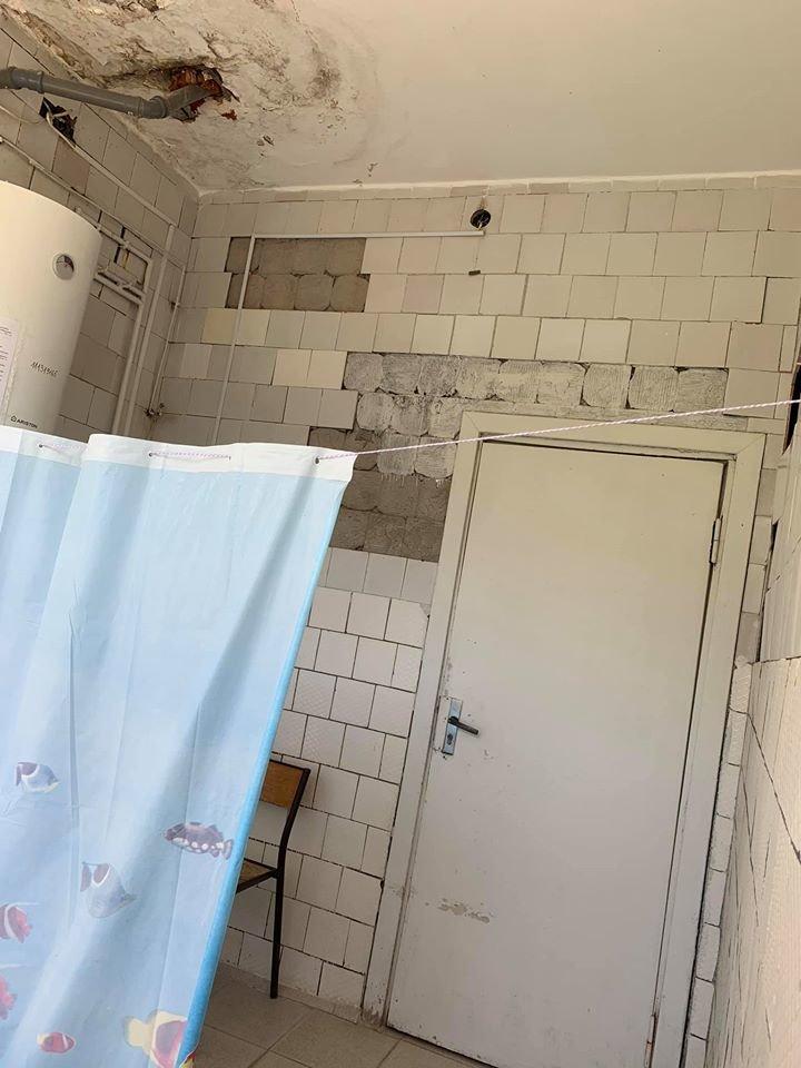 Грибок і розруха: мережу шокували світлини пологового відділення у Мукачеві (ФОТО), фото-5