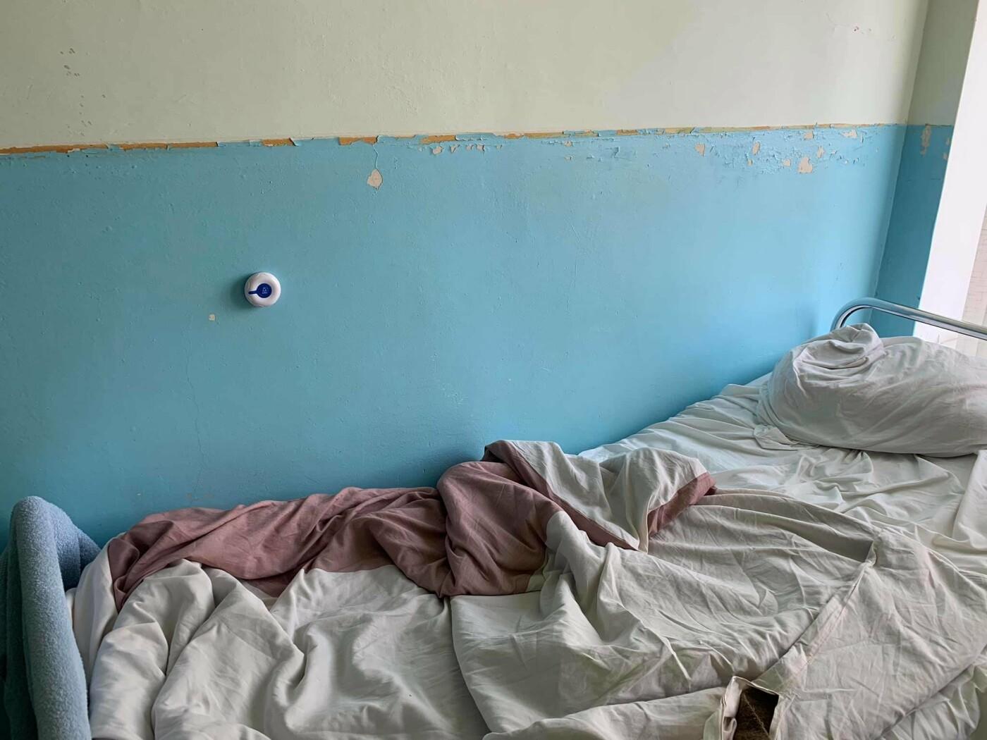 Грибок і розруха: мережу шокували світлини пологового відділення у Мукачеві (ФОТО), фото-1
